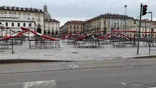 Le marché de Porta Palazzo, à Turin (Italie) fermé en raison de l'épidémie de coronavirus et du confinement de la population, le 1er avril 2020 (SANDRINE MALLON / RADIO FRANCE)
