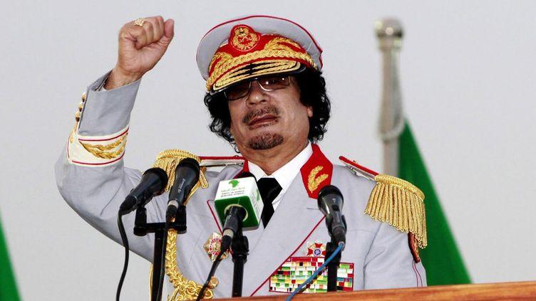 Le colonel Kadhafi célèbre en juin 2010 les 40 ans de la Jamahiriya libyenne (République arabe et socialiste libyenne). (REUTERS/Ismail Zetouny )