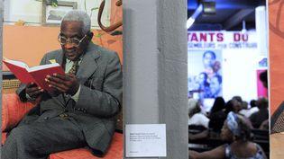 Une photographie d'Aimé Césaire exposé à l'ancien réservoir de Trénelle, siège du Parti progressiste martiniquais (PPM) à l'inaugurationde l'année du centenaire Aimé Césaire, le 21 janvier 2013  (JEAN-MICHEL ANDRE / AFP)