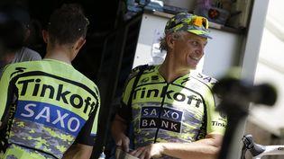 Le milliardaire russe Oleg Tinkov, sur le Tour de France, le 21 juillet 2015. (KENZO TRIBOUILLARD / AFP)