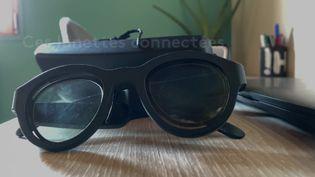 Ces lunettes créées par des chercheurs de Rennes et la start-up Abeye sont destinées à des personnes diagnostiquées dyslexiques. (FRANCEINFO)