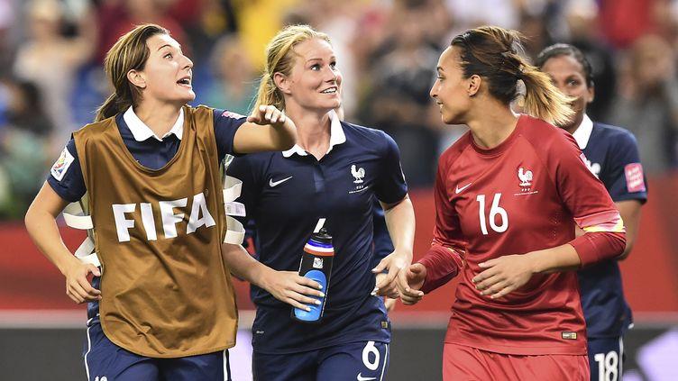 Des joueuses de l'équipe de France de football, lors d'un match face à la Corée du Sud, pendant la Coupe du monde de foot féminin, à Montréal (Canada), le 21 juin 2015. (NICHOLAS KAMM / AFP)