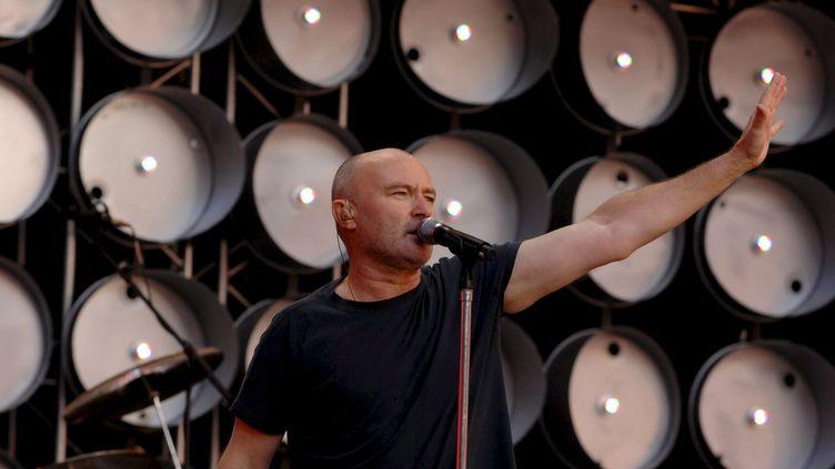 """Phil Collins sur scène le 7 juillet 2007 à Londres, lors du concert du """"Live Earth"""" (DANIEL DEME / DPA / EPA / MaxPPP)"""