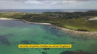 Les Iles Scilly sont un petit coin de paradis en pleine mer celtique. Avec ses plages de rêve et une mer turquoise, c'est un peu les Caraïbes au sud de l'Angleterre. (FRANCEINFO)
