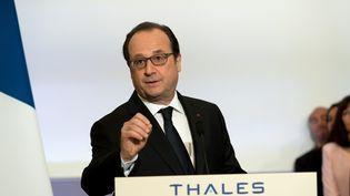 François Hollande lors de sa visite à l'usine Thales de Gennevilliers (Hauts-de-Seine), le 28 avril 2016. (MAXPPP)