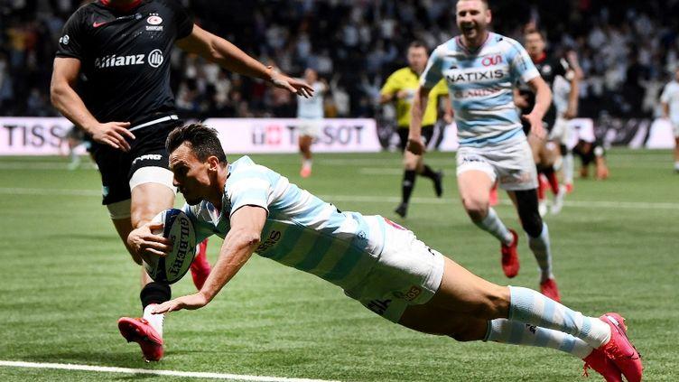Juan Imhoff inscrit un essai pour le Racing lors de la demie-finale de Champions Cup contre les Saracens. (FRANCK FIFE / AFP)