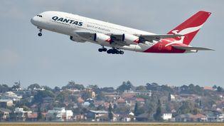 Un Airbus A380 décolle de l'aéroport de Sydney, le 7 février 2019. (PETER PARKS / AFP)