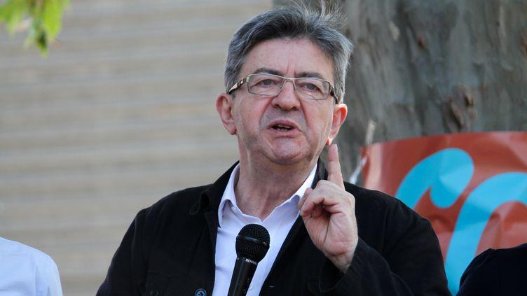 Jean-Luc Mélenchon dans le quartier de Mazargues, à Marseille, le 27 mai 2017. (CITIZENSIDE/JULIE GAZZOTI / CITIZENSIDE / AFP)
