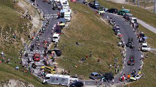Le peloton, dans l'ascensiondu Tourmalet (2115 m d'altitude) lors duTour de France 2015,le 15 juillet 2015. (DE WAELE TIM / TDWSPORT SARL)