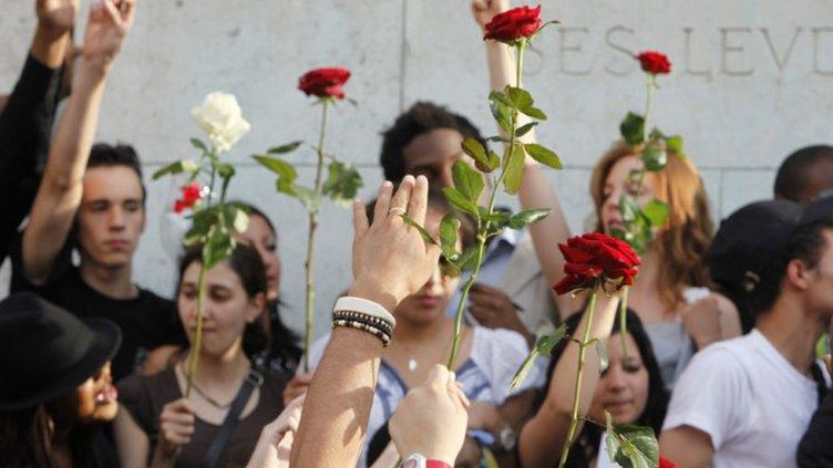 A Paris en juin 2010, les fans se recueillent à Notre-Dame  (P.Lissac/Gpdpng.Photonostop)