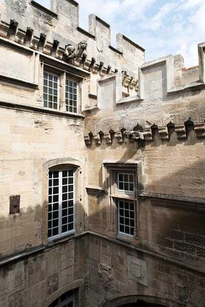 (La cour d'honneur du musée Reattu © Colombe Clier)