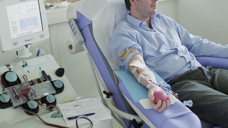 Don du sang à l'hôpital Saint-Louis, à Paris (photo d'illustration). (B. BOISSONNET / BSIP / AFP)