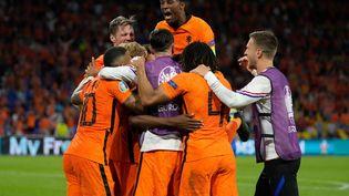La joie des Pays-Bas après le but de Denzel Dumfries lors de la rencontre de l'Euro 2020 contre l'Ukraine, le 13 juin 2021 à la Johan-Cruyff Arena d'Amsterdam (PETER DEJONG / POOL / AFP)