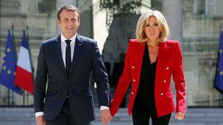 Emmanuel et Brigitte Macron, dans la cour de l'Elysée, à Paris, le 6 juillet 2017. (THIBAULT CAMUS / REUTERS)