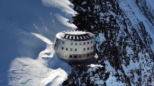 Le refuge du Goûter, situé à 3 835 mètres au dôme du Goûter, sur le trajetdu Mont-Blanc (3 octobre 2012). (JEAN-PIERRE CLATOT / AFP)