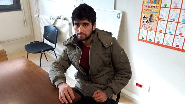 Salim, un Afghan de 25 ans, au centre d'accueil et d'orientation de la rue de la Mariette, au Mans (Sarthe), en novembre 2016 (RADIO FRANCE / SANDRINE ETOA-ANDEGUE)