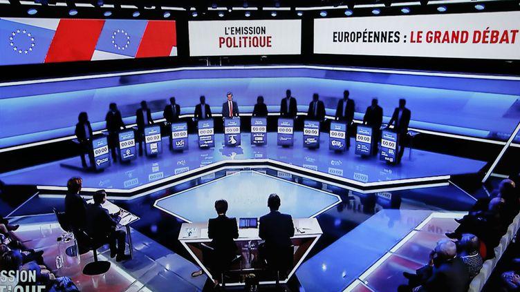 """La liste LREM demande à trois chaînes de télévision de mettre en place """"un dispositif anti-fake news"""" pendant les débats des élections européennes. (LAURE BOYER / HANS LUCAS / AFP)"""