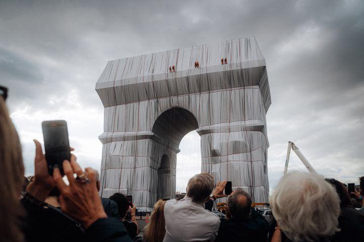 Inauguration del'Arc de Triomphe empaqueté, oeuvre posthume du couple d'artistes Christo, le 16 septembre 2021 (ANDRE ALVES / HANS LUCAS)