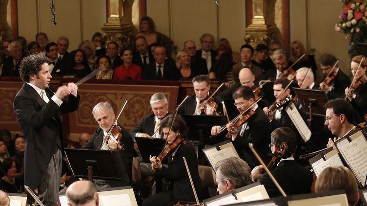 Gustavo Dudamel dirige le Concert du Nouvel de Vienne le 1er janvier 2017.  (Dieter Nagl / AFP)