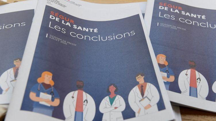 """Rapport de conclusion du """"Ségur de la santé"""", le 21 juillet 2020. (BERTRAND GUAY / AFP)"""