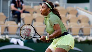 Serena Williams lors du second tour de Roland-Garros, le 2 juin 2021. (ROB PRANGE / SPAIN DPPI)
