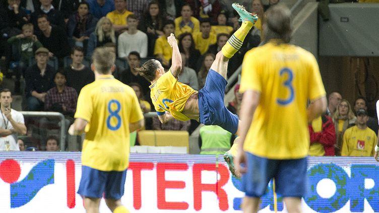 Zlatan Ibrahimovic réalise un retourné acrobatique contre l'Angleterre, le 14 novembre 2012. (ALLARD LASSE/AFTONBLADET / TT NEWS AGENCY)