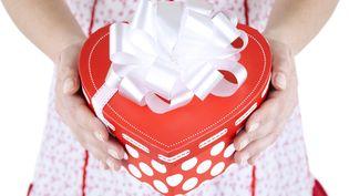 Coffret en forme de coeur pour une maman (PEPIFOTO / GETTY IMAGES)