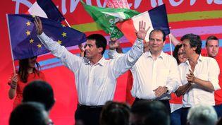 Le Premier ministre, Manuel Valls, avec le Premier secrétaire du PS, Jean-Christophe Cambadélis et le sénateur David Assouline, le 31 août 2014 à La Rochelle. (JEAN-PIERRE MULLER / AFP)