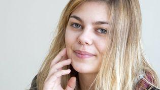"""Dans le film """"La famille Bélier"""", Louane Emera interprète une adolescente entendante dans une famille de sourds. (DANIEL FOURAY/ MAXPPP)"""