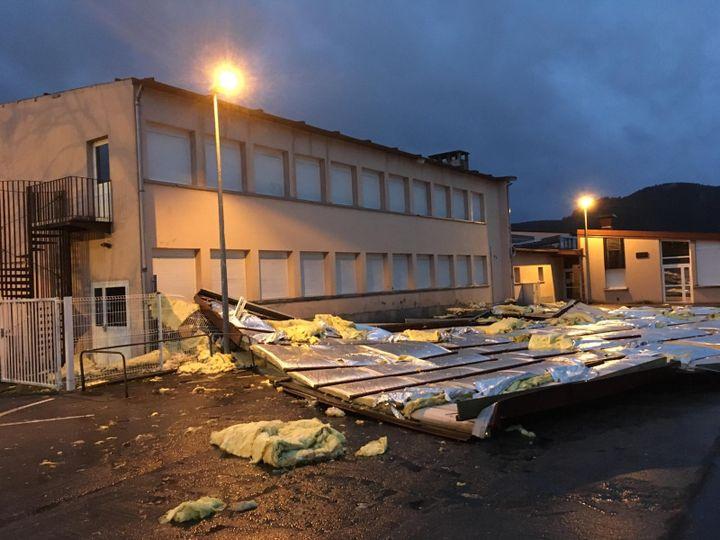 A Saint-Dié-des-Vosges (Vosges), 150 m2 d'une toiture d'école ont été soufflés par la tempête Ciara le 9 février 2020. (FRANCETV)