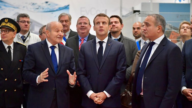 Le président Emmanuel Macron s'est rendu, mercredi 7 novembre, chez PSA à Charleville-Mézières, où il a rencontréIssad Rebrab, PDG du Groupe Cevital. (AURELIEN LAUDY / MAXPPP)