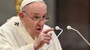 Le pape François à la basilique Saint-Pierre, au Vatican, le 25 avril 2021. (ALBERTO PIZZOLI / AFP)