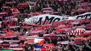 Les supporters de Séville lors des 16e de finale d'Europa League face à la Lazio, le 14 février 2019. (TIZIANA FABI / AFP)