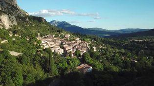 Moustiers-Sainte-Marie,dans lesAlpes-de-Haute-Provence, un village provençal authentique. (France 3)