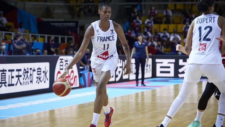 La Française Valériane Vukosavljevic et ses coéquipières ont remporté un deuxième succès dans l'EuroBasket face à la République tchèque (71-51), vendredi 18 juin 2021. (ANN-DEE LAMOUR / CDP MEDIA)