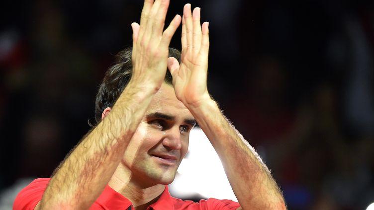 Federer, en larmes, entre un peu plus dans l'histoire (PHILIPPE HUGUEN / AFP)