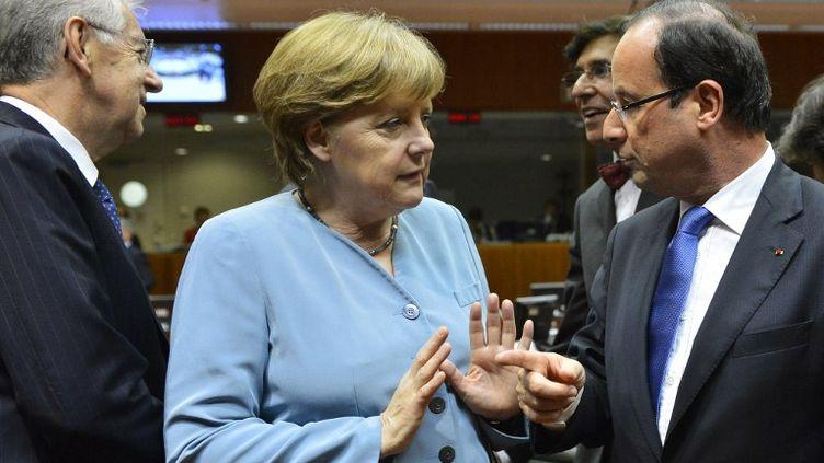 Angela Merkel et François Hollande, le 23 mai 2012 à Bruxelles. (BENOIT DOPPAGNE / BELGA MAG)