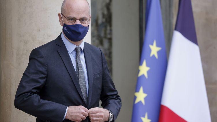 Le ministre de l'Education nationale, de la Jeunesse et des Sports, Jean-Michel Blanquer, quitte l'Elysée le 13 janvier 2021. (LUDOVIC MARIN / AFP)