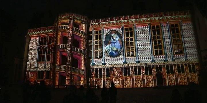 Extrait du spectacle son et lumière donné tous les soirs au Château de Blois.  (France 3 / Culturebox)