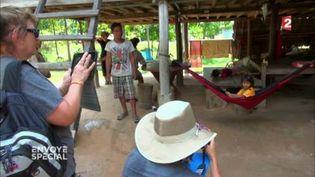 Volontouristes en safari photo au Cambodge (FRANCE 2 / FRANCETV INFO)