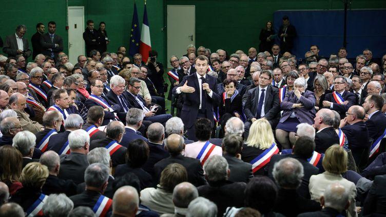 Emmanuel Macron devant 600 maires àGrand Bourgtheroulde pour lancer le grand débat national, le 15 janvier 2019. (LUDOVIC MARIN / POOL)