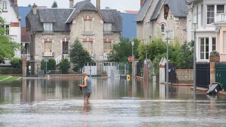 A Montargis, dans le Loiret, les inondations en juin 2016, ont submergé de de nombreux habitations et bâtiments publics (PHILIPPE CHEREL / MAXPPP)