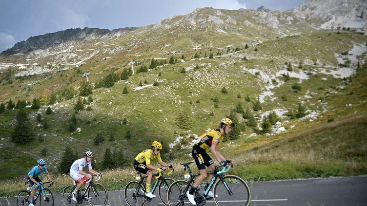 Roglic, Pogacar et Lopez sur le podium de l'étape et du général. (ANNE-CHRISTINE POUJOULAT / AFP)
