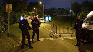 Des policiers à Eragny (Val-d'Oise), le 16 octobre 2020. (ABDULMONAM EASSA / AFP)