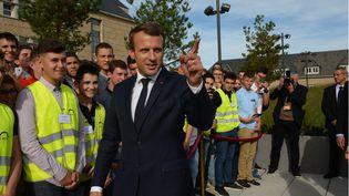 Lors d'une visite au principal campus de formation aux métiers du BTP en Corrèze, Emmanuel Macron a lâché une petite phrase qui fait polémique. (MAXPPP)