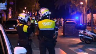 Des policiers sur les lieux de l'attentat survenu à Cambrils (Espagne), le 18 août 2017. (REUTERS)
