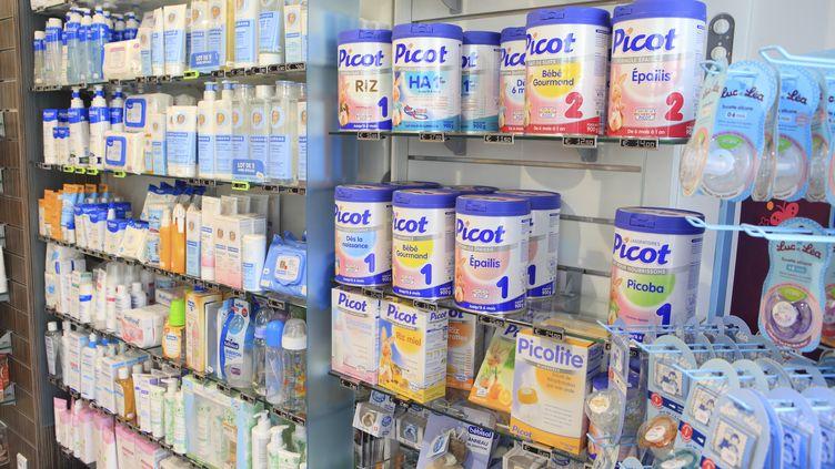 Des produits Picot, une marque du groupe Lactalis, dans les rayons d'une pharmacie, le 5 octobre 2012. (PHILIPPE TURPIN / AFP)