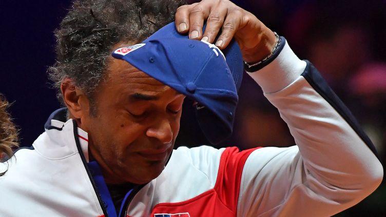Yannick Noah très ému lors de la Marseillaise (PHILIPPE HUGUEN / AFP)