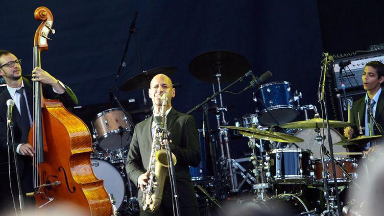 Le saxophoniste israélien Eli Degibri, patron du Red Sea Jazz Festival, ici sur scène en juillet 2014 lors du Nice Jazz Festival  (Richard Ray / PhotoPQR / Nice Matin / MaxPPP)