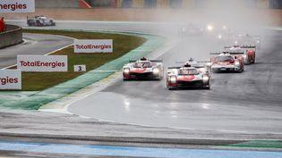 À 22 heures samedi, après sixheures de course, les deux Toyota étaient en tête des 24 Heures du Mans, la numéro 7 devant la numéro 8.  (GERMAIN HAZARD / GERMAIN HAZARD / AFP)